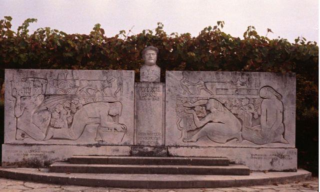 monument à François Baco, rénovateur du vignoble français, à Bélus (Landes)