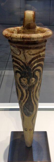 rython (vase à boire) à décor de poulpe, rhyton (vase à boire) Crète XIVème siècle BC